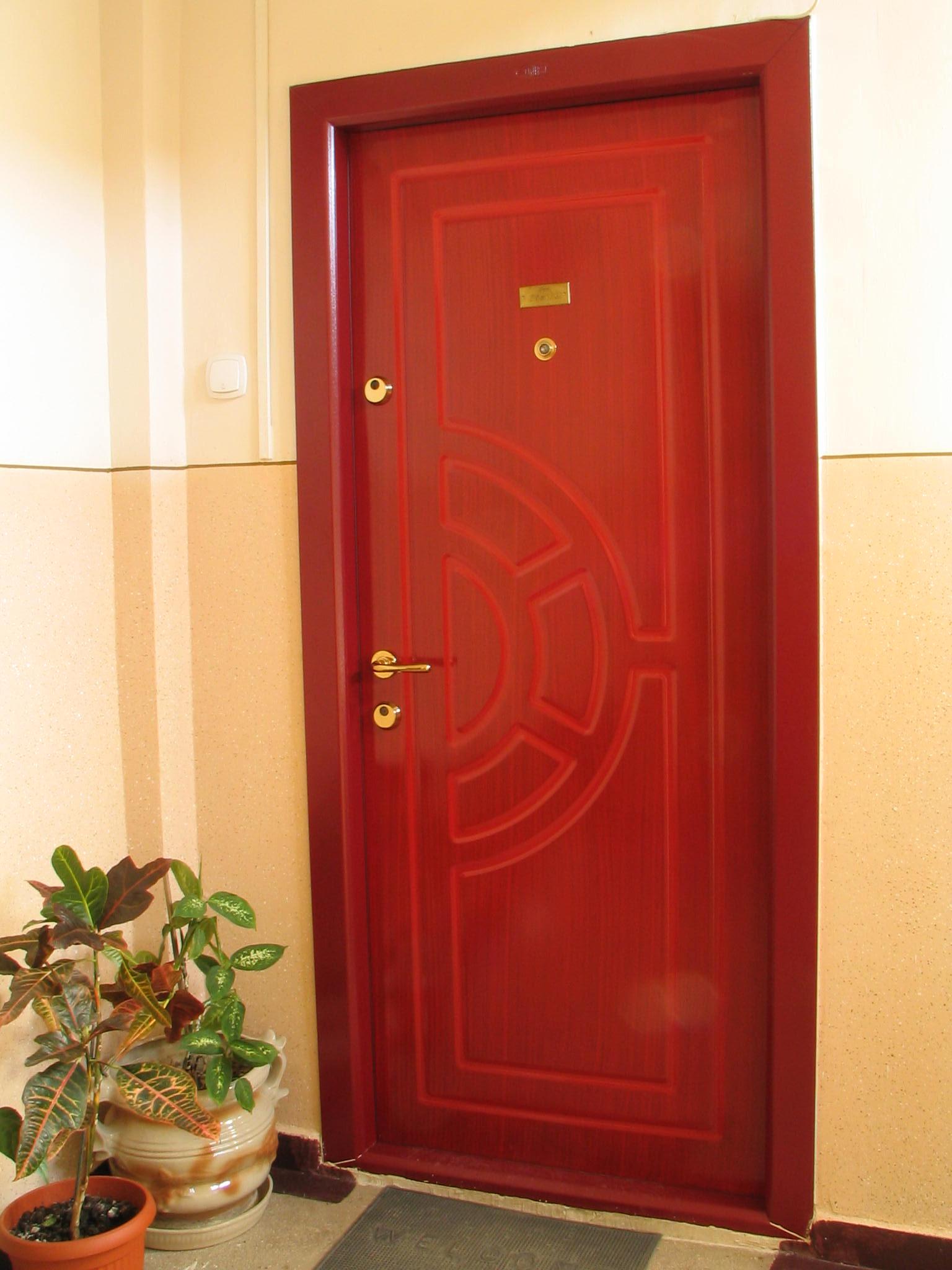 установить красивую входную дверь